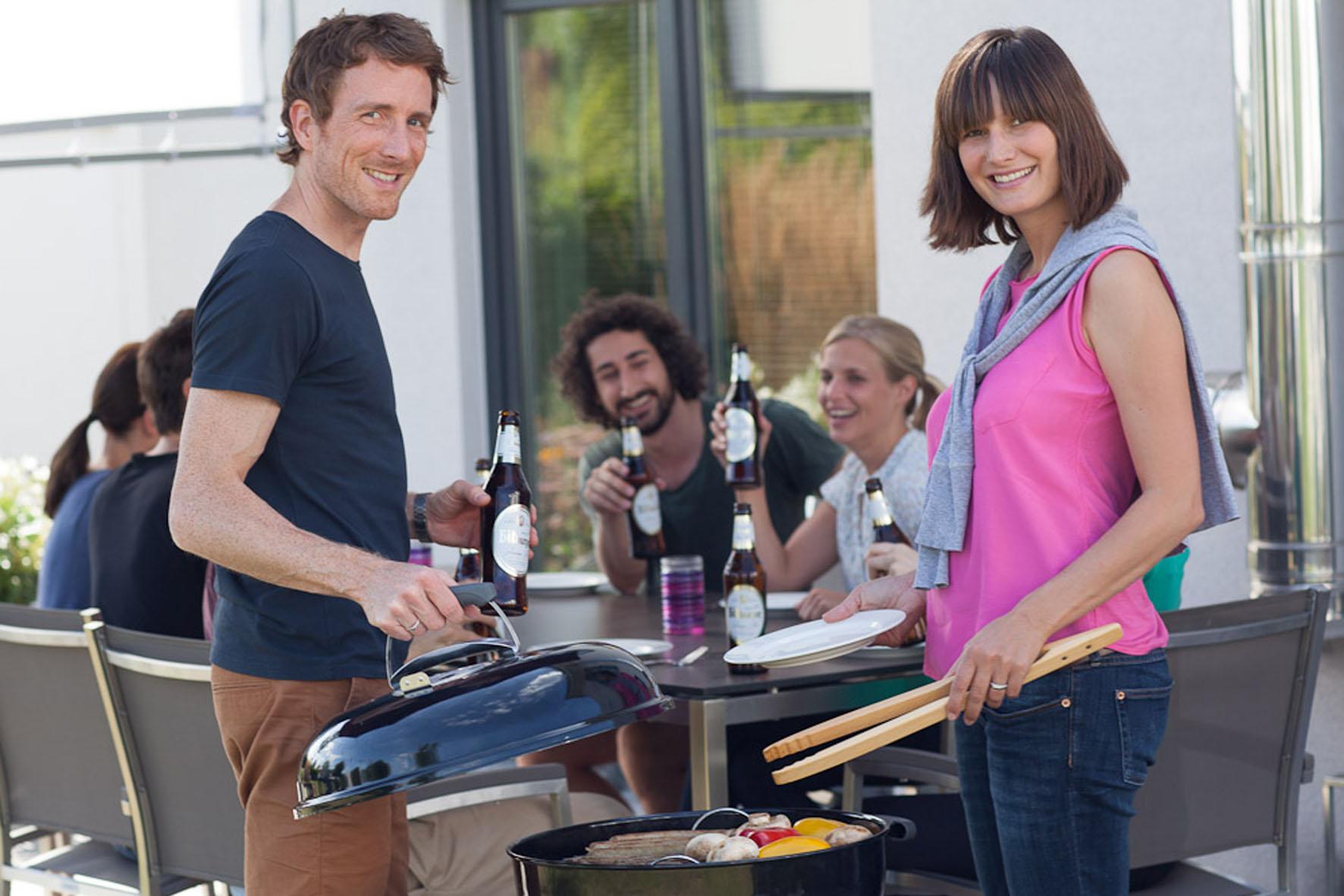 Sommerzeit ist Partyzeit - zu Herzhaftem vom Grill schmeckt ein gut gekühltes Pils besonders gut.