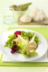 Zu einem sommerlichen Salat passen frisches Baguette oder angeröstetes Brot. Foto: djd/www.qs-live.de