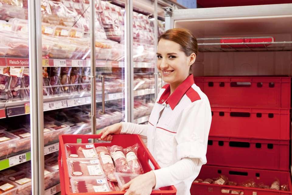 Gerade bei Fleisch und Fleischwaren ist eine durchgängige Kühlung wichtig. Foto: djd/www.qs-live.de