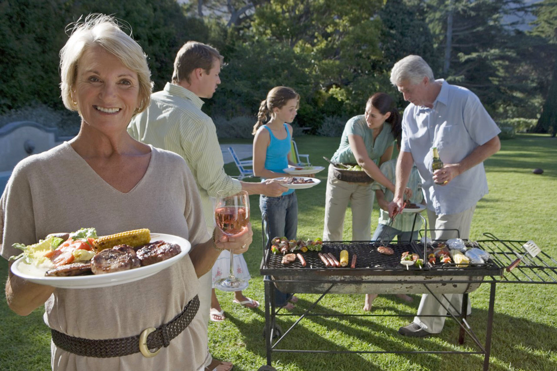 Die Gartenparty - ein Genuss für die ganze Familie. Foto: djd/Sanofi/Corbis